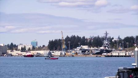 卡尔·文森号航母(CVN 70)结束DPIA维修离开普吉特湾海军造船厂6号干船坞