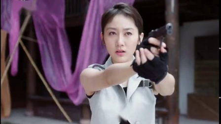 两女对狙、追逐、对枪、肉搏,最后女主参战击伤女反雪白大腿,然后爆头,好不要脸