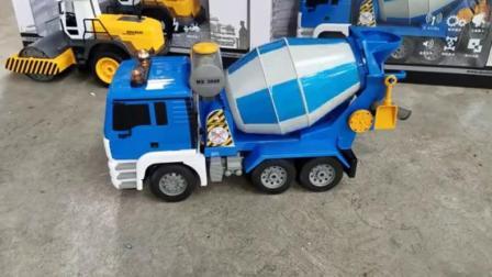 汽车玩具卡通:遥控压路机和水泥搅拌车.avi
