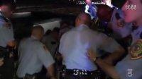 美国休斯顿警察追捕偷车贼【车轮爆胎照样倒开】