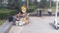 地铁口锅碗瓢盆自制架子鼓——演唱蝴蝶飞