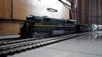 火车模型事故-ND5牵引货车入侧线罐车出轨