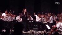 韦尔比耶音乐节青少年营演奏拉美音乐—指挥 Alondra de la Parra