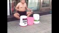 超赞街头塑料桶架子鼓表演