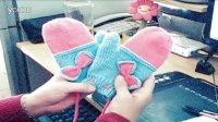 燕子手工:编织手套,蝴蝶结的毛线手套