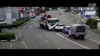 俄罗斯战斗民族车祸视频合集集锦20151103,行车记录仪拍下最新违章驾驶发生的交通事故瞬间!