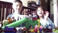 亲子 早教 粉红猪小妹 小猪佩奇 托马斯和他的朋友们 乐高 和 中美混血家庭 和 朋友们一起玩 滑滑梯