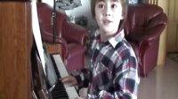 朱刘2009年2月10日即兴疯狂玩钢琴!