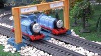 托马斯和他的朋友们:奇趣蛋捣乱事件 托马斯 小火车 小猪佩奇 小黄人