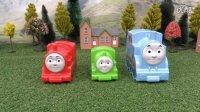 【奇趣箱】托马斯小火车套娃拆8个奇趣蛋,拆出了小托马斯和闪电麦昆。