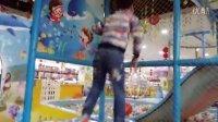 亲子互动游戏-儿童乐园游乐场快乐的三个宝贝一起跳蹦蹦床>汽车总动员海洋波波球滑梯太空舱火箭 迪士尼波波球池寻宝  熊出没 光头强 水果切切看 儿童玩具车 挖土机