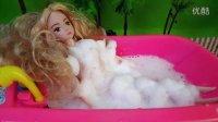 芭比娃娃洗泡泡浴 过家家玩具