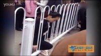 陕西双胞胎孕妇颈部卡护栏离奇身亡 警方排除他杀可能