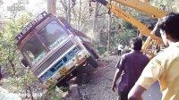 重型设备车祸事故集锦-卡车-挖掘机-半挂车-大型卡车事故04