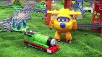 【奇趣箱】托马斯小火车躲到橡皮泥里,超级飞侠来帮忙,看看多多和酷飞拆出了哪个小火车?