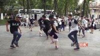 【拍客】520成都街头单身汪们集体秀魅力曵步舞庆祝!