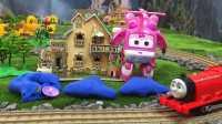 【奇趣箱】詹姆士小火车和超级飞侠小爱一起拆橡皮泥,小朋友猜猜他们拆出了什么好玩的玩具。