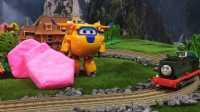 【奇趣箱】托马斯小火车的好朋友萨姆森和超级飞侠多多一起拆橡皮泥,快来看看吧(第二集)