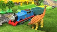 【奇趣箱】托马斯小火车在多多岛发现了好多恐龙蛋,拆出了巨型包头龙!