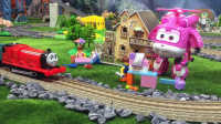 『奇趣箱』詹姆士小火车和超级飞侠小爱一起拆橡皮泥,拆出了好玩的过家家积木。托马斯