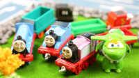 『奇趣箱』多多岛上出现了很多彩色橡皮泥,快看超级飞侠和托马斯小火车拆出了什么宝贝吧!