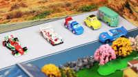 『奇趣箱』赛车总动员小汽车们玩捉迷藏,闪电麦昆找得到大家吗?