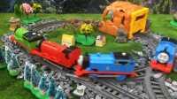 『奇趣箱』托马斯小火车们和超级飞侠小爱在多多岛上玩捉迷藏游戏,看看小爱捉到谁了!