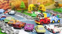 『奇趣箱』赛车总动员Z博士的房子着火,变形警车珀利和罗伊消防车、托马斯小火车来帮忙!