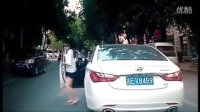 监控实拍:路遇这样的女司机 我被彻底震呆了...