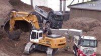 RC卡车、挖掘机和推土机在施工现场!