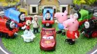 『奇趣箱』托马斯和他的朋友们接火车,拆奇趣蛋咯!拆出了小猪佩奇、超级飞侠金宝、米妮老鼠、赛车总动员闪电麦昆。粉红猪小妹 佩佩猪