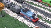 托马斯小火车在比赛 詹姆士 培西 板牙 趣味玩具视频