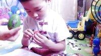 健达奇趣蛋#奥特蛋恐龙蛋#卡车与挖掘机玩具亲子游戏拆蛋视频
