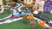 托马斯小火车 托马斯在运饼干送给佩奇 培西 詹姆士 趣味玩具视频