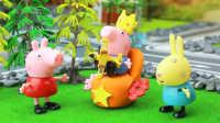 『奇趣箱』小猪佩奇假装是神秘王国的公主,给乔治王子拆奇趣蛋。粉红猪小妹 佩佩猪