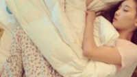 美女孤枕难眠在想谁  一招让她想一整夜