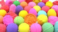 日本入浴球泡澡球玩具奇趣蛋 芭比娃娃和小猪佩奇洗澡过家家亲子游戏
