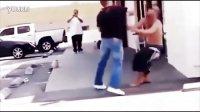 这样打架太狠了 街头斗殴一拳KO集锦