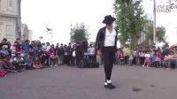 街头牛人模仿迈克尔杰克逊,简直酷逼了!