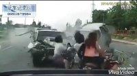 监控实拍:飞来横祸!公路大撞车 几个美女瞬间被秒杀 太惨了...