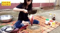 美丽女孩的美食风格-鱼烤香蕉花(柬埔寨)