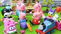 『奇趣箱』小猪佩奇玩具视频:猪妈妈生日,小猪佩奇为猪妈妈送来最美的红玫瑰。