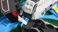 飞燕传媒 小猪佩奇裁判 托马斯火车拉力赛速度王 最快的火车11 玩具测评视频