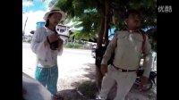 中国游客在老挝旅游时遭警察抢手机,大使馆助其讨回手机