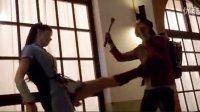 长腿日本妹妹杀手持剑打斗,压制敌人