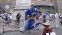 街头魔术表演人体悬浮