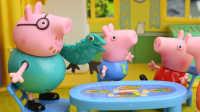 『奇趣箱』小猪佩奇玩具视频:小猪佩奇一家吃早餐,乔治不喜欢吃胡萝卜和菠菜。