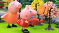 『奇趣箱』小猪佩奇玩具视频:小猪佩奇和乔治来公园画画,喂小蝴蝶喝水