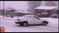 结冰道上,多辆汽车煞车无效,连环碰撞...