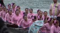 云南傣族热闹的龙舟比赛,船上坐的到底是美女还是阿姨